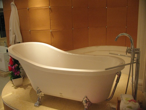Built In Bathtubs Vs Freestanding Tubs How To Choose