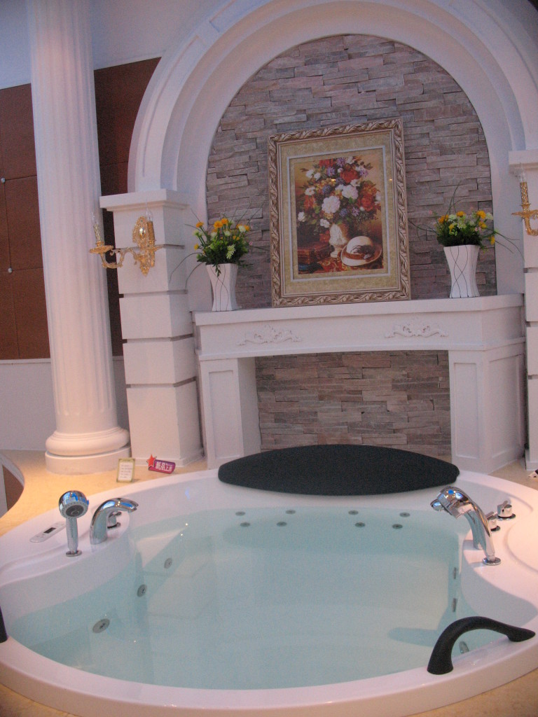 Luxury Whirlpool jetted jacuzzi bathtub