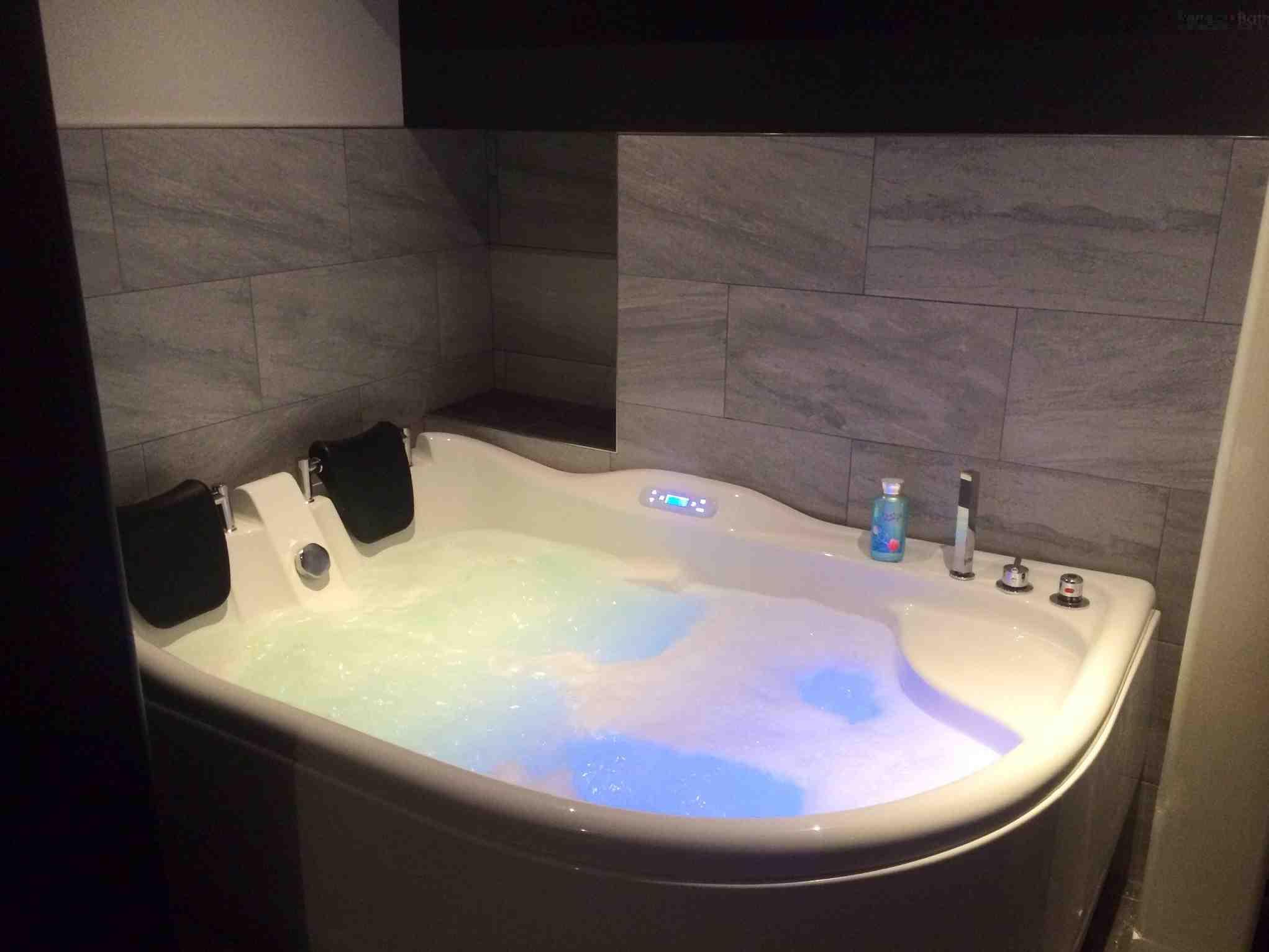 Whirlpool Bathtub for Two People - AM124 | Perfect Bath Canada